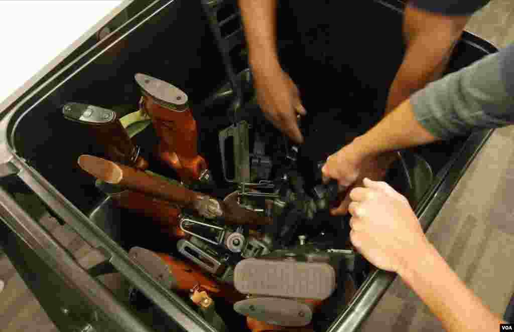 攻击性枪支用垃圾桶搬运
