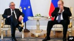 俄羅斯總統普京6月16日與歐盟代表在聖彼得堡會談資料照。