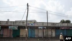 Les magasins fermés lors d'une grève contre la déclaration d'état d'urgence à Sebeta, quartier d'Addis Abeba, le 5 mars 2018.