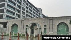 Kantor pusat Bank Pembangunan Asia (ADB) di Mandaluyong, Filipina (Foto: dok). ADB akan memberikan pinjaman kepada perusahaan Tiongkok senilai $200 juta untuk pengolahan sampak menjadi energi (26/11).
