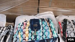 Barang-barang palsu berupa tas tangan merek 'Coach' yang disita oleh pihak berwajib AS di New Jersey (foto: dok).