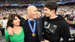 Zinedine Zidane avec sa femme Véronique et son fils Théo, à Kiev, le 26 mai 2018.