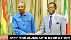 """Le président en exercice de l'Union africaine (UA), le président guinéen Alpha Condé s'est rendu à Malabo pour exprimer """"le soutien et la solidarité"""" de l'organisation panafricaine au président Teodoro Obiang Nguema, 27 janvier 2018. (Twitter/Président Al"""