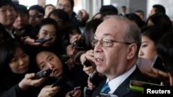 Trợ lý Ngoại trưởng Hoa Kỳ phụ trách Đông Á-Thái Bình Dương Daniel Russel hôm 22/5 cảnh cáo Trung Quốc chớ thách thức hải quân Mỹ ở Biển Đông.