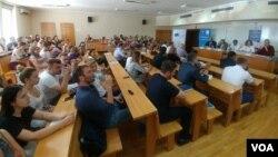 """Tribina """"Srbija i EU nakon samita u Sofiji"""" na Fakultetu političkih nauka u Beogradu (Glas Amerike9"""