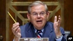 Thượng Viện Hoa Kỳ đã thông qua nghị quyết 412 do thượng nghị sĩ Robert Menendez đề xướng tái khẳng định sự ủng hộ của chính phủ Mỹ đối đối với quyền tự do hàng hải và việc sử dụng hải phận-không phận ở khu vực Châu Á-Thái Bình Dương theo đúng luật pháp quốc tế.