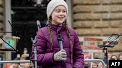 Nhà hoạt động về khí hậu Greta Thunberg người Thụy Điển nói chuyện trong một cuộc biểu tình của học sinh trước tòa Thị sảnh Hamburg, Đức ngày 1/3/2019,