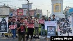 Aktivis Jaringan Anti Korupsi mengadakan aksi setelah DPR mengesahkan revisi UU KPK, Selasa, 17 September 2019. (Foto: JAK Yogya)