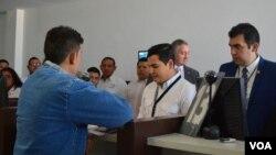 Un ciudadano hondureño fue el primer deportado como parte del acuerdo migratorio para solicitantes de asilo, entre Estados Unidos y Guatemala: Foto: Eugenia Sagastamue/VOA.