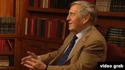 资料照片:格雷厄姆·艾利森接受美国之音专访。