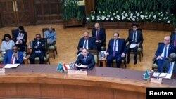 Le président égyptien Abdel Fattah al-Sisi participe à un sommet consultatif réunissant plusieurs États africains pour discuter de l'évolution de la situation au Soudan et en Libye, au Caire (Égypte), le 23 avril 2019.