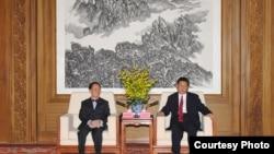 习近平会见香港现任和候任特首 by 香港政府