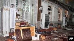 Unutrašnjost džamije Eman, u Damasku, posle jučerašnjeg samoubilačkog bombaškog napada