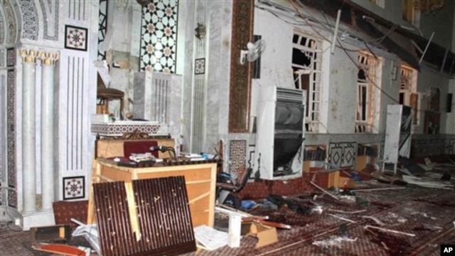 Eman Mosque is seen destroyed after a suicide bomber blew himself upin Damascus, Syria, March 21, 2013 (SANA photo)