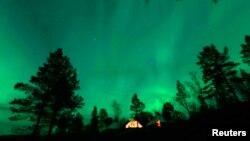 Aurora Borealis tampak di kawasan Artik dekat kutub utara (foto: ilustrasi).