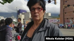 "Caracas protester Mireya Santos: 'I have a rich but poor country."" (N. Kolster/VOA)"