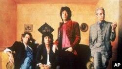 1994년에 촬영한 롤링 스톤즈의 사진. 왼쪽부터 케이스 리차즈(Keith Richards), 론 우드(Ron Wood), 믹 재거(Mick Jagger), 찰리 와츠(Charlie Watts)