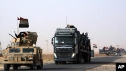 伊拉克军车队向伊拉克北部基地组织驶去,试图重新从伊斯兰国武装分子手里夺回摩苏尔(2016年10月15日)