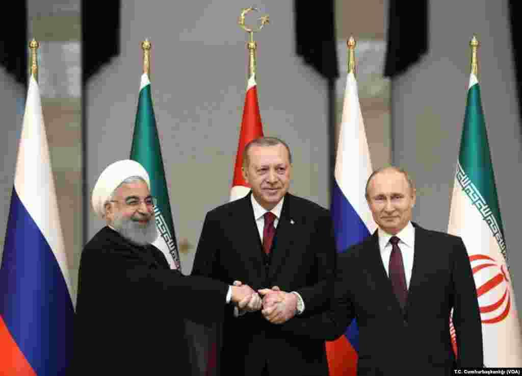 Cumhurbaşkanı Recep Tayyip Erdoğan, İran Cumhurbaşkanı Hasan Ruhani ve Rusya Cumhurbaşkanı Vladimir Putin ile üçlü zirvede bir araya geldi.
