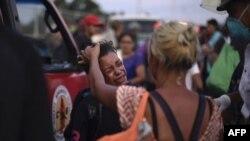 Yon ti ondiryen ki pran wout ansanm ak imigran Santral ameriken yo nan direksyon Etazini. (Foto: 28 oktòb 2018; SANTIAGO BILLY / AFP)