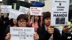 한국 내 북한인권 단체들은 라오스에서 북송된 탈북 청소년들과 관련해, 29일 서울 외교부 청사 앞에서 한국 정부의 안이한 대응을 비판하는 시위를 벌였다.