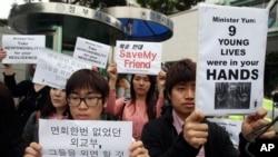 Người Nam Triều Tiên biểu tình kêu gọi Trung Quốc ngừng hồi hương người đào thoát Bắc Triều Tiên tại Seoul.