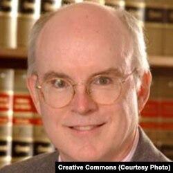 洛约拉大学法学教授兼律师比尔•奎格雷(Bill Quigley)