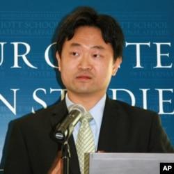 西密西根大学公共事务学院教授王元纲