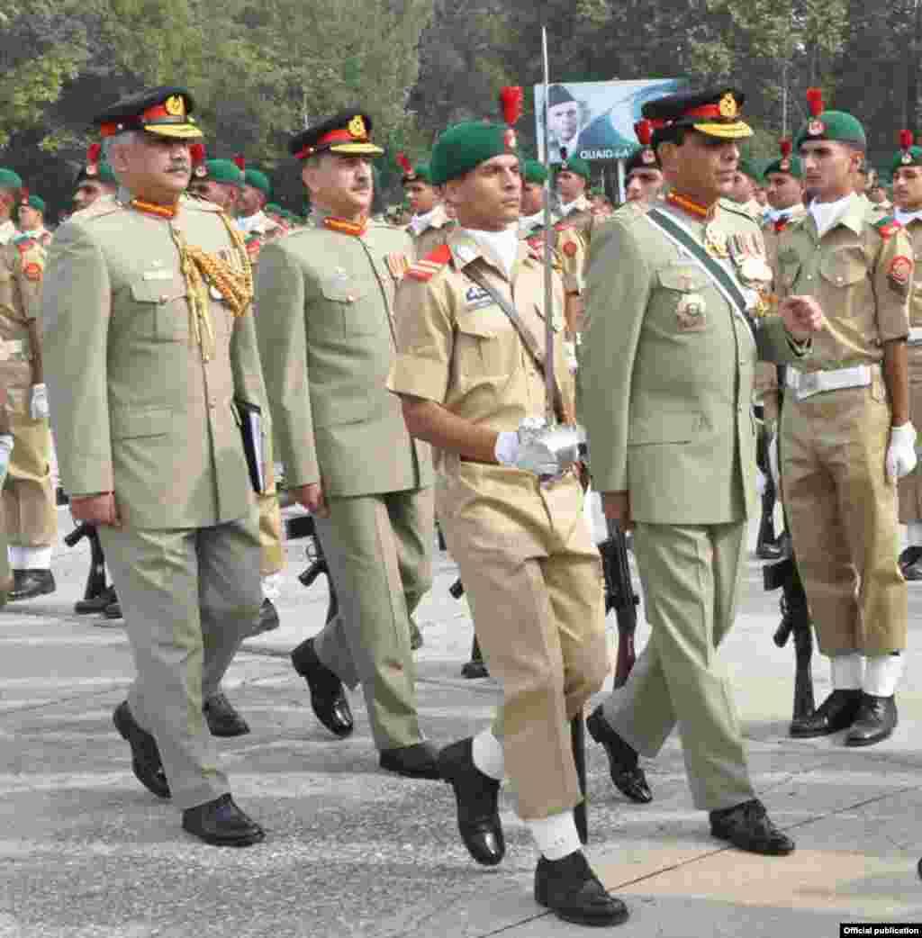 پاکستان فوج کے سبکدوش ہونے والے سپہ سالار جنرل اشفاق پرویز کیانی کا عسکری کریئر 42 برسوں پر محیط ہے۔