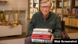 Ông Bill Gates và 5 quyển sách yêu thích của ông trong năm 2017. (Ảnh: GatesNotes.com)