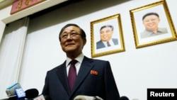 Đại sứ Ji Jae Ryong tại một cuộc họp báo hiếm có ở Bắc Kinh, ngày 29/1/2014.