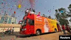 گروهی از هوادارن نراندرا مودی، نامزد اصلی حزب باهاراتیا جاناتا برای پست نخست وزیری هند