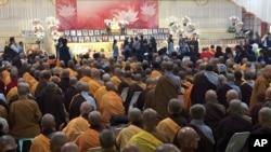 Thân nhân, các lãnh đạo tôn giáo và các giới chức chính phủ Đài Loan hôm 12/2/2016 đến dự lễ tưởng niệm các nạn nhân của trận động đất.