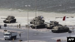Snage Saveta za saradnju u Zalivskoj oblasti rasteruju demonstrante sa Bisernog trga u Manami, Bahrein