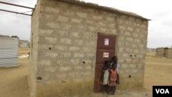 Casa de Alice João Bengui, secretária da UNITA no Belo Monte, comuna do Kikolo, município do Cacuaco (VOA / Coque Mukuta)
