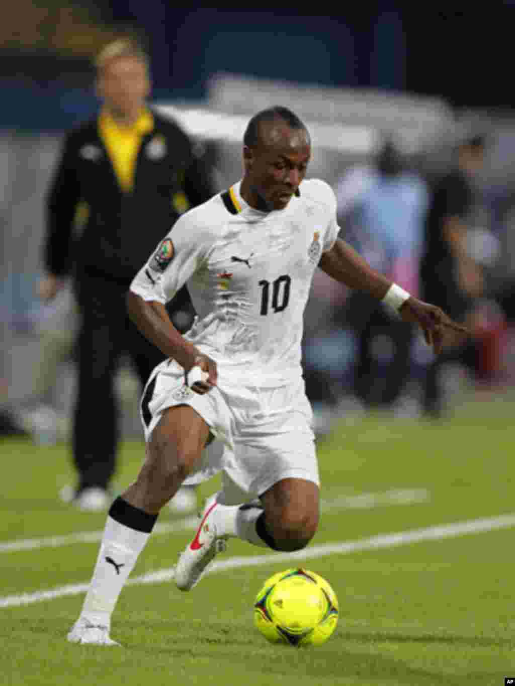 Ghana's Andre Ayew runs with the ball during their African Cup of Nations Group D soccer match against Botswana in FranceVille Stadium January 24, 2012.