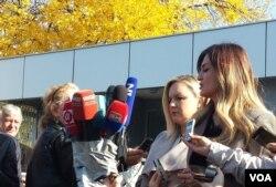 Sabina Mehić, braniteljica Sabahudina Muhića (lijevo), i Lejla Čović, braniteljica Nsera Orića (desno)