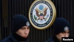 حضور نیروهای امنتی ترکیه مقابل سفارت آمریکا در حادثه تروریستی سال ۲۰۱۳