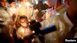 مراسم عید پاک در کلیسای پورفیریوس مقدس در نوار غزه - اول آوریل ۲۰۱۸ - میان اعتقاد مذهبی و عدم توسعه اقتصادی چه ارتباطی هست؟