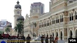 Polisi di Kuala Lumpur menutup jalan-jalan utama untuk menggagalkan rapat umum menuntut reformasi pemilu.