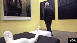 """""""Marble Arm"""" – patung karya Ai WeiWei tahun 2007, yang ikut dipamerkan dalam pameran di Hong Kong (25/5)."""
