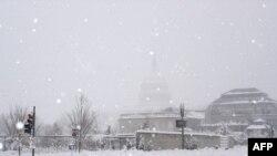 Tuyết trút xuống thủ đô Washington, sáng sớm thứ Bảy, ngày 6 tháng 2 năm 2010