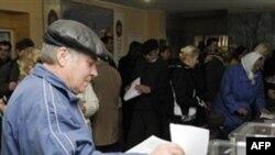 Голосование на местных выборах. Пригород Киева. Украина. 31 октября 2010 года