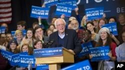 7일 미국 뉴헴프셔 포르트마우스 시에서 민주당의 버니 샌더스 경선 후보가 선거 유세를 하고 있다.
