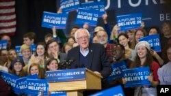 Seneta Bernie Sanders,mgombea uteule kwa tiketi ya demokratic akihutubia chuo cha Great Bay , Jumapili Feb. 7, 2016, Portsmouth, N.H.