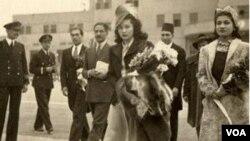 پرنسس فوزیه (وسط) همراه با پرنسس اشرف پهلوی خواهر دوقلوی محمدرضا شاه پهلوی