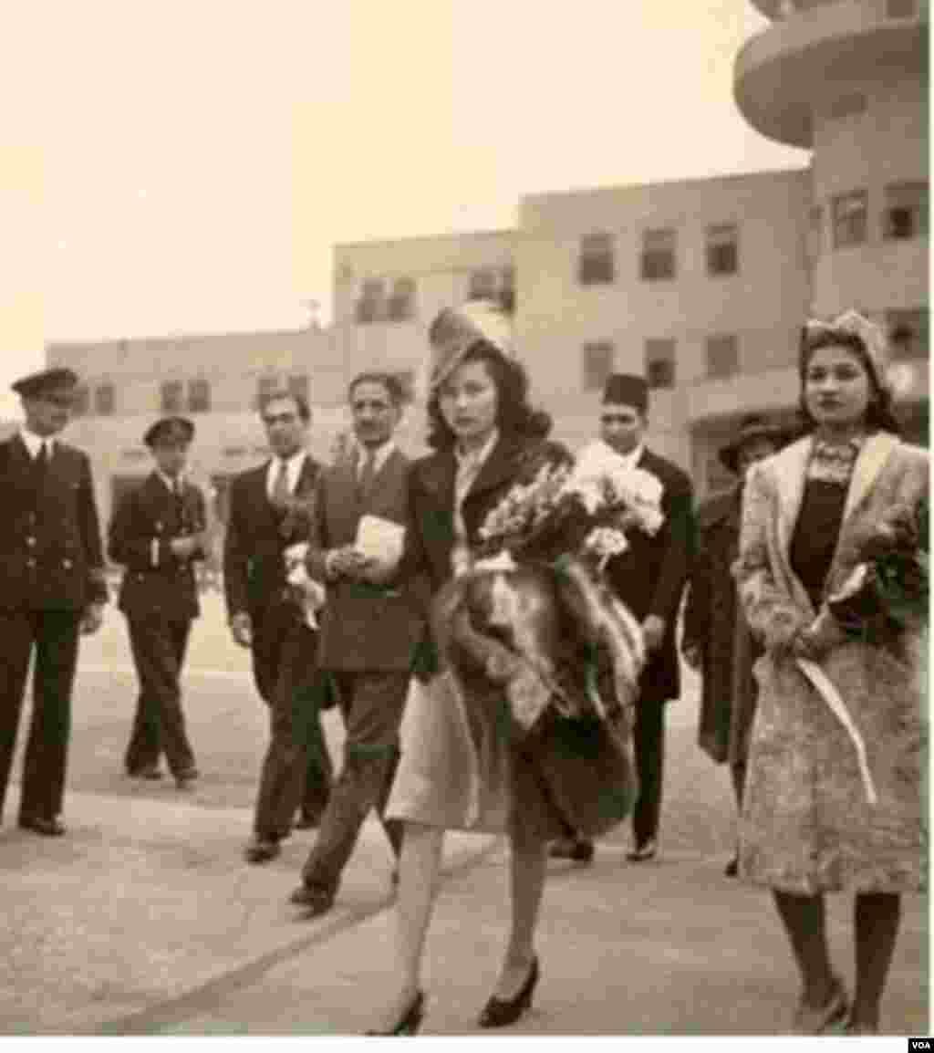 نصرالله انتظام همراه با اشرف پهلوی خواهر دوقلوی شاه (راست) و پرنسس فوزیه(وسط) برای ازواج با شاه