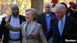 La exsecretaria de Estado Hillary Clinton y el expresidente Bill Clinton.