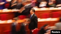 中國領導人習近平在北京人民大會堂參加全國人大代表大會開幕式後離開。 (2018年3月3日)