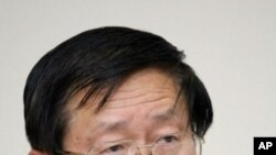 Toshiso Kosako, Tokyo University professor and a senior nuclear adviser to Japanese Prime Minister Naoto Kan, announces his resignation to Kan at a press conference in Tokyo, April 29, 2011